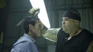 Brodus Clay (a dx) e Luke Evans (a sx). Notare le dimensioni di un wrestler confrontate a quello di un umano normale!