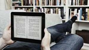 A parte che sta usando un tablet e non e-reader, è così difficile concepire questa immagine?