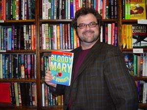 Ha iniziato anni prima a curare un blog per farsi conoscere come autore