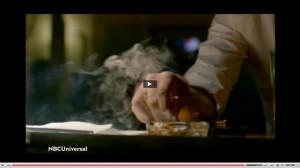 Constantine spegne la sigaretta