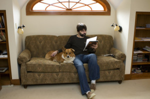Joe Hill e il cane botolo, razza amata in casa King. Perché i King amano gli animali.