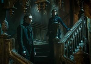 Hiddlestone deve essere stato uno dei compromessi accettati da Del Toro. E lo ha diretto a modo suo.